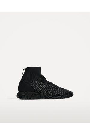 Heren Sneakers - Zara ZWARTE SNEAKERS IN SOKMODEL