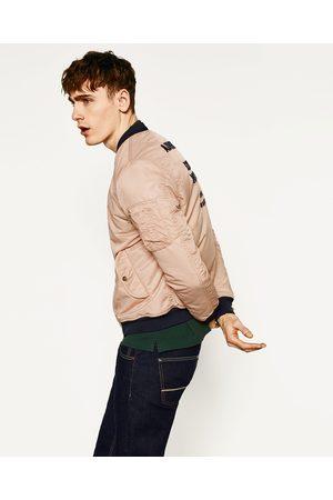 Heren Bomberjacks - Zara BOMBERJACK MET TEKST OP DE RUG - In meer kleuren beschikbaar