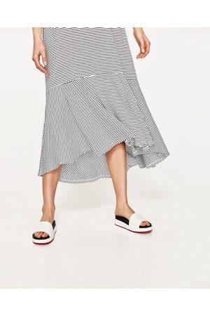 Dames Asymmetrische jurken - Zara LANGE JURK MET ASYMMETRISCHE VOLANT - In meer kleuren beschikbaar