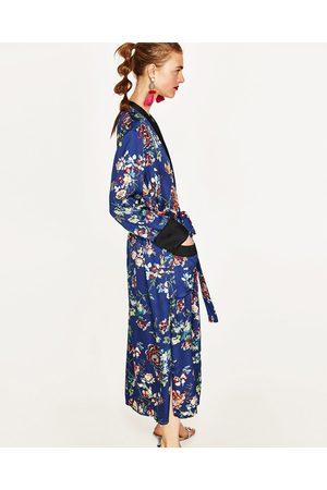 Dames Kimono's - Zara LANGE KIMONO MET BLOEMEN