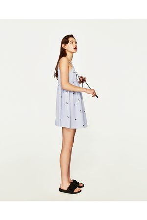 Dames Geprinte jurken - Zara GESTREEPTE JURK MET BORDUURSELS