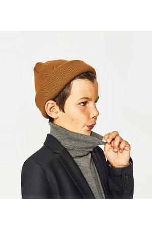 Zara TRICOT MUTS MET LABEL 'STAY NOMAD' - In meer kleuren beschikbaar