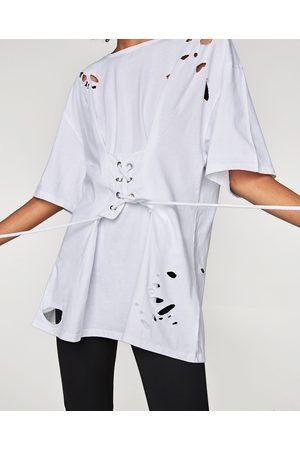 Zara T-SHIRT MET KORSET EN SCHEUREN
