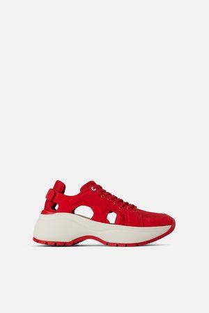 Zara Rode sneakers met openingen