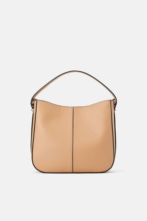 Zara Buideltas met portefeuille aan de binnenkant