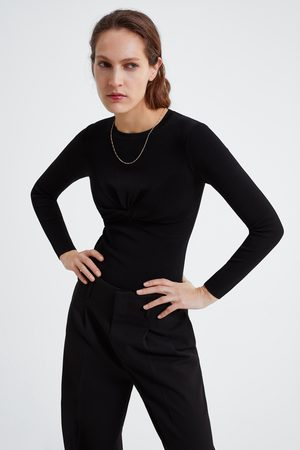 Zara Tricot trui met knoopdetail