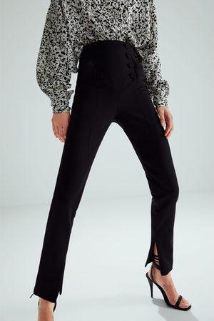 Zara Broek met knopen in limited edition