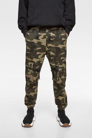 Zara Broek met camouflageprint en zijstroken