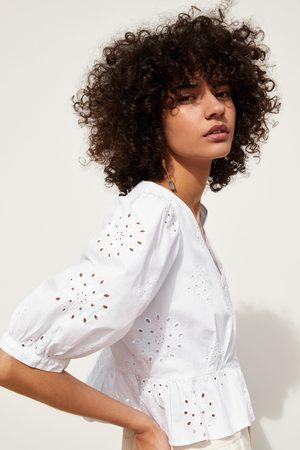 Zara Blouse met gaatjes en borduursels
