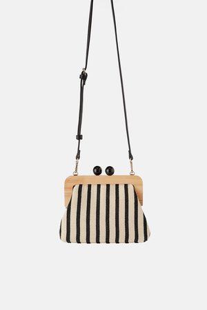 Zara Schoudertas met houten knipsluiting