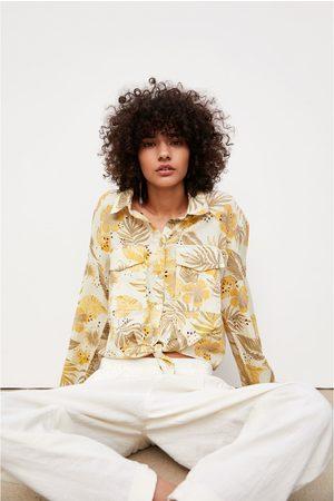 Zara Blouse met geborduurde print en gaatjesmotief