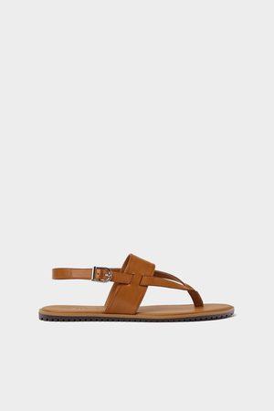 Zara Gekruiste sandalen