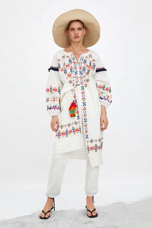 Zara Tuniek met gekleurde borduursels