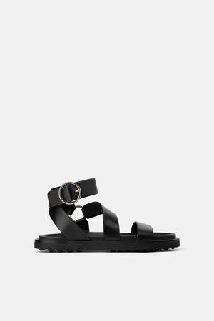 Zara Platte leren sandalen met ringen