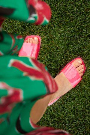Zara Platte sandaaltjes met gekruist vinyl bandje