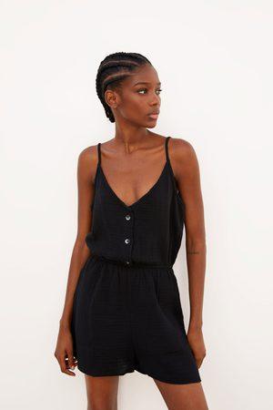 Zara Jumpsuit met textuur en knoopjes