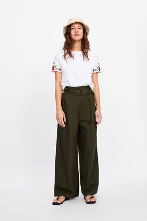Zara T-shirt met geborduurde mouwen