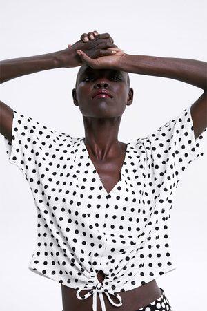 Zara T-shirt met textuur en knoopaccent