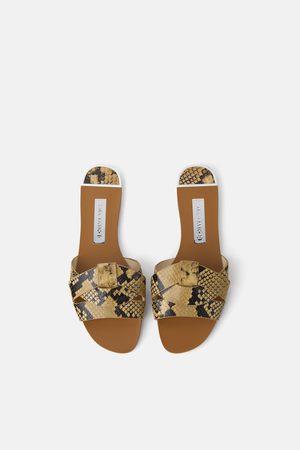 Zara Leren sandaaltjes met gekruiste bandjes