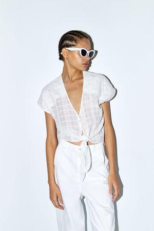 Zara Top met knoopdetail en borduursels
