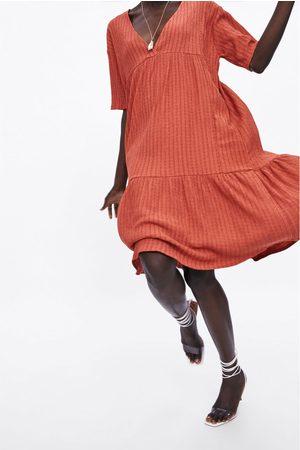 Zara Gestructureerde jurk met volant