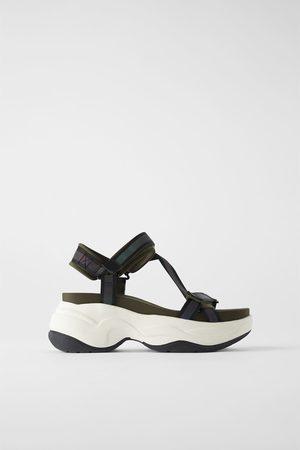 Zara Sportieve platte sandalen met brede zool