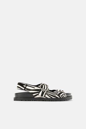 Zara Dames Sandalen - Platte leren sandalen met gespen en dierenprint