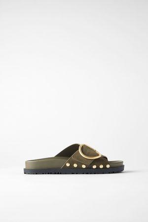 Zara Platte leren sandalen met gesp en studs