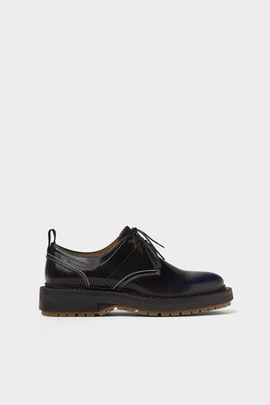 Zara Zwarte leren schoenen met antik afwerking