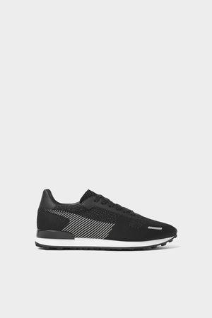 Zara Zwarte stoffen sneakers
