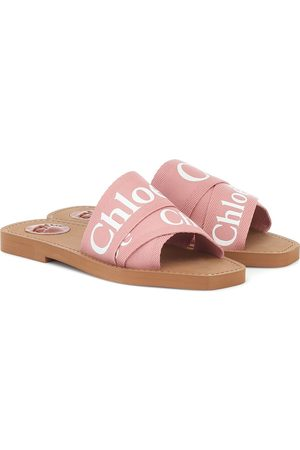 Chloé Woody slides