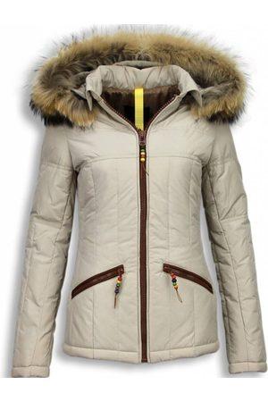 Milan Ferronetti Dames Korte winterjassen - Korte winterjas met capuchon