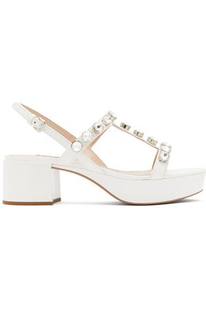 Miu Miu Dames Sandalen - Crystal-embellished Patent-leather Sandals - Womens - White