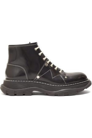 Alexander McQueen Dames Enkellaarzen - Tread Exaggerated-sole Leather Ankle Boots - Womens - Black White