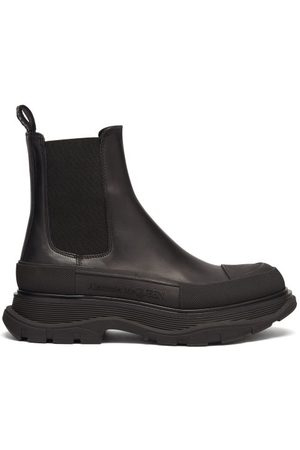 Alexander McQueen Dames Enkellaarzen - Exaggerated-sole Leather Chelsea Boots - Womens - Black