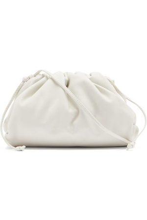 Bottega Veneta Dames Clutches - The Pouch Small Leather Clutch Bag - Womens - White