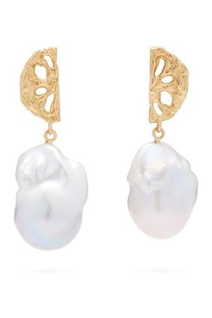 Nadia Shelbaya Dames Oorbellen - 200 Fan Pearl & Gold Earrings - Womens - Pearl