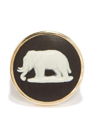 Ferian Dames Ringen - Elephant Wedgwood Cameo & 9kt Gold Signet Ring - Womens - Black White