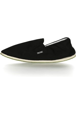 ETHLETIC Slip-ons