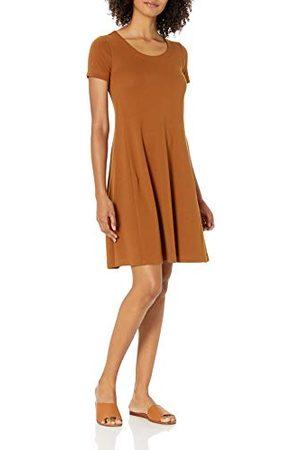 Daily Ritual Pima katoen en modal korte mouwen ronde hals jurk, karamel, 8-10