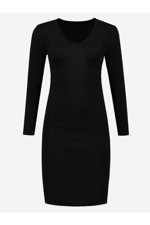 NIKKIE by Nikkie Plessen Zwarte jurk met v-hals 32 / black