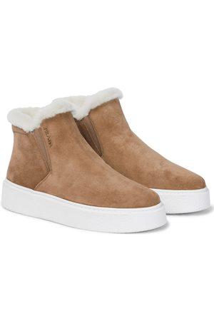 Prada Dames Enkellaarzen - Macro shearling-lined suede sneakers
