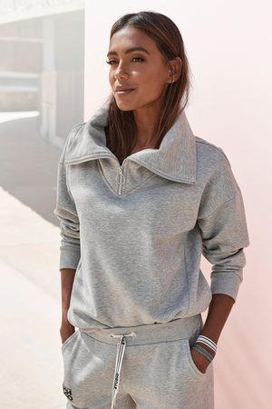 Bench. Sweater met een opstaande kraag en logoprint