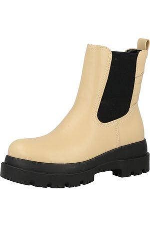 Call it Spring Chelsea boots 'ESSIEE